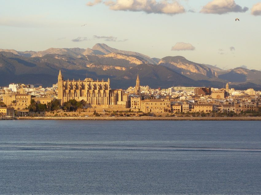 Palma de Mallorca Cathedral Beach